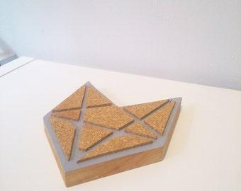 Underside of flat gray way Fox tangram
