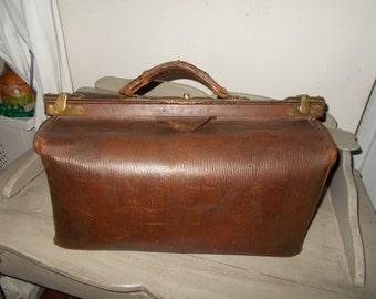 Authentic Traditional French Vintage Gladstone Doctor's Bag Large Brown Leather Bag, Sac de Medecin, Steam Punk Bag.