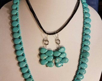 Turquoise Teardrop Beaded Necklace and Earrings