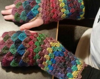 Dragon tear fingerless crocheted gloves