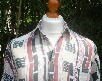 Vintage Short Sleeved Patterned Shirt - Size Large