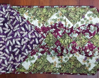 Grapes Table Runner