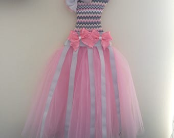 Gray, white, and pink tulle dress bow holder