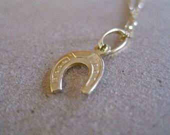 Horse Shoe Charm Pendant, 14K Gold horse shoe necklace, horse shoe pendant,layering jewelry, horse shoe 14K gold necklace, everyday jewelry