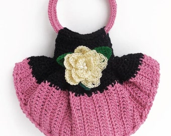 Crochet Cellphone Handbag. Wonderful Combination of Two Colors, Black & Pink with a Delicate and Beautiful Crochet Flower. Crochet wristlet