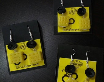 Kawaii earrings with biscuits or waffles in resin and insert the inner tube.