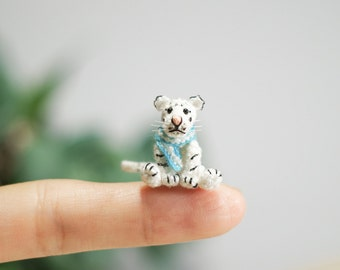 Miniature Crochet white Tiger, Tiny white tiger, Mini Tiny Dollhouse, Miniature Animals
