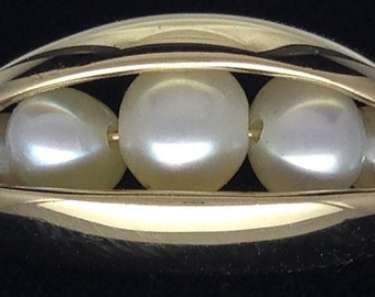 Clam shell cultured pearl ring in 14k yellow gold
