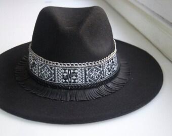 Black fringed hat
