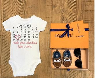 PREGNANCY ANNOUNCEMENT CUSTOM Date calendar cute funny trendy baby bodysuit onesie top t shirt clothing celebrate newborn baby shower gift