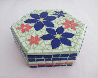 Box in mosaic blue flowers