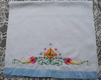 Vintage 1950s Flower Floral Hand Embroidered Linen Tea Towel Hand Towel Finger Towel, Embroidery