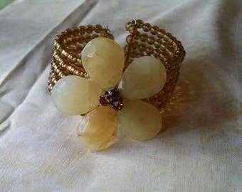 Springtime Fun Flower Bracelet, Vintage, Stretchy, Beaded