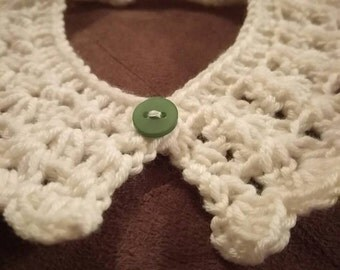 Cream vintage style collar