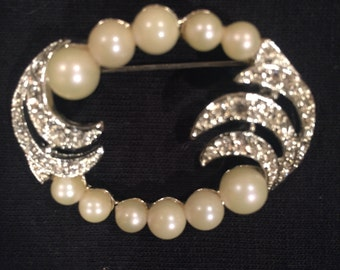 Pearl and Rhinestone Brooch with Oval, Open Design