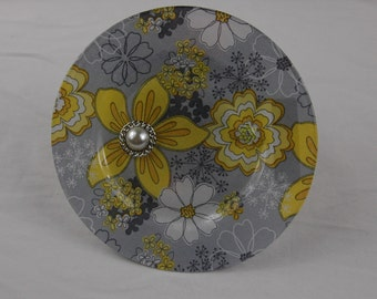 """FREE shipping, 7-1/2"""" round glass plate decoupaged with yellow/gray floral fabric, two embellished flower centers on the front"""