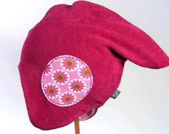 Reversible hat with flowers