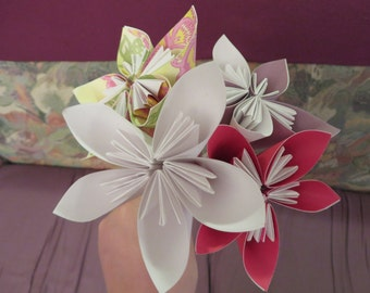 Flower origami-bouquet of flowers-paper - made flower has hand-craft gift flowers for her mother's day gift