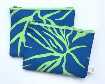 Hawaiian print zippered bag. Waterproof lining.