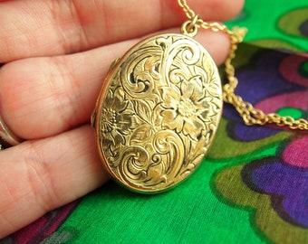 Engraved Flower Locket Necklace - Enamel Locket - Engraved Locket - 1940s Locket - Gold Filled Locket - Wedding Locket - Vintage Jewelry