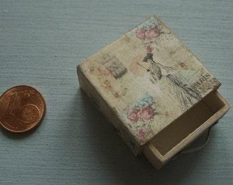 Miniature chest drawer