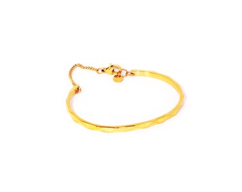 Bracelet/bangle gold beveled facets chain clasp