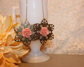 Flower earrings, dusty rose
