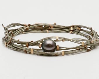 Bracelet and necklace with a Pearl of Tahiti and gold filled mounted on a double cord green pyrite Vertigo Green