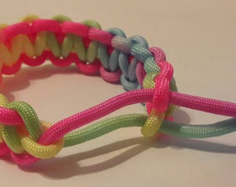 Multicolor paracord bracelet, paracord bracelet, strawstring paracord bracelet.