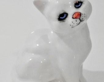Beswick White Cat-John Beswick Kitten-Persian Blue Eyes-Persian White Kitten-Connoisseur Cats-Vintage Cats-Ceramic Beswick- England
