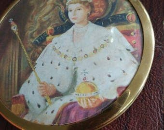 Long Live the Queen:  Vintage, Never Used Compact With Likeness of Queen Elizabeth II Coronation Photograph
