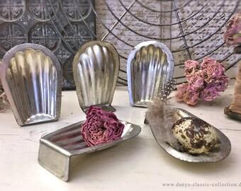 Vintage Madelaine chocolate form 8 cm chocolat mold baking tin brocante
