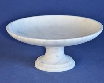 Fruit bowl in white Carrara marble