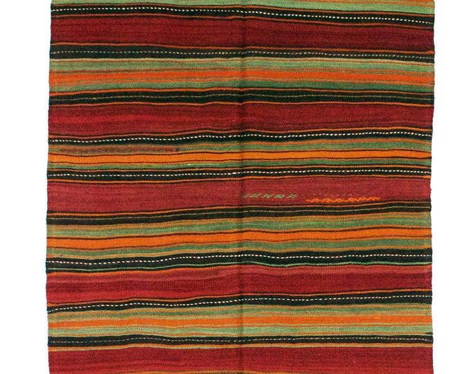 171 cm x 130 cm/ 5,61 x 4,26 ft / VINTAGE OUSHAK RUG Kilim Rug Oushak Rug Handmade Turkish Rug Vintage Fethiye Kilim - Free Shipping