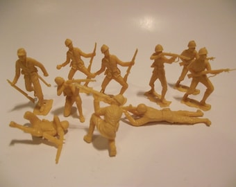 Lot of 10 Vintage Tan WW2 Japan/Japanese Toy Soldiers Plastic Army Men MPC