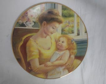 Avon Mothers Day 1995 Plate 22K Gold Trimmed