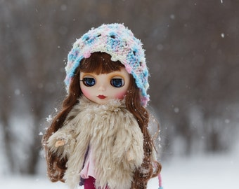 Knitted Blythe hat with drawstrings