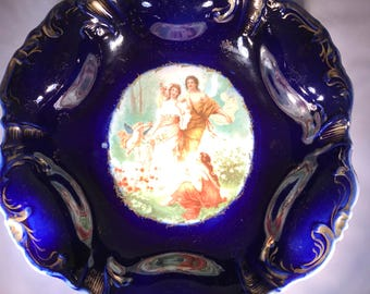 Dresden Medaillon Bowl, Made in Prussia 19th Century