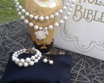 Gorgeous Glass Pearl Beaded Necklace