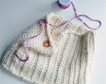 Neck / scarf in merino wool broken white