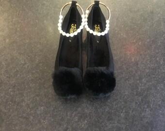 Pompom flat shoes