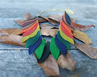 Latex leaves necklace