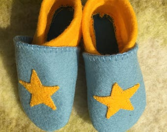 Baby booties ~ Felt ~ Blue ~ Yellow ~ Size 3-6 Months