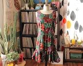 floral 1990s mini dress . sheath dress with ruffled hem . earth tone Hawaiian dress with deep v back . womens size small sundress
