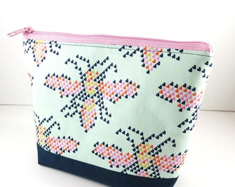 Heart Bees Makeup Pouch, Cosmetic Storage, Knitting Zipper Bag School Supplies