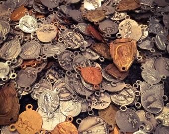 10pcs ROSARY CENTER MIX Vintage Religious Medals Old Stock