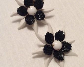 Vintage 1960s clip flower earrings black & white