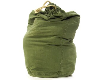 70s HUGE Cotton Duffel Bag / Vintage 1970s Large Army Green Drawstring Barrel Bag / Laundry / US Military Field Tote / American Army