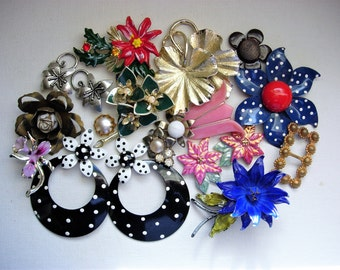 Craft Lot of Various Broken Vintage Flower Jewelry and Items