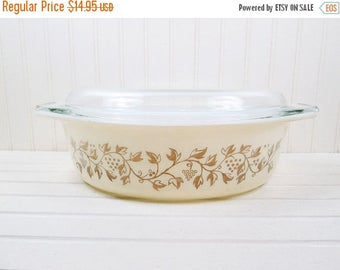 ON SALE Vintage Pyrex Golden Casserole Dish Promotional Grapes 2.5 Qt Beige Gold w/ Glass Lid